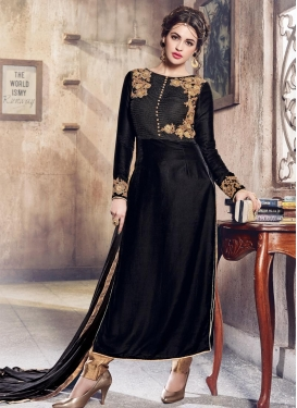 Embroidered Work Velvet Trendy Pakistani Salwar Kameez