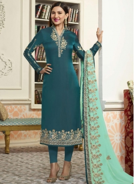 Gauhar Khan Trendy Pakistani Salwar Kameez For Festival