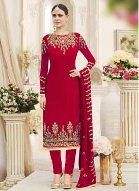 Embroidered Work Trendy Pakistani Salwar Kameez For Ceremonial