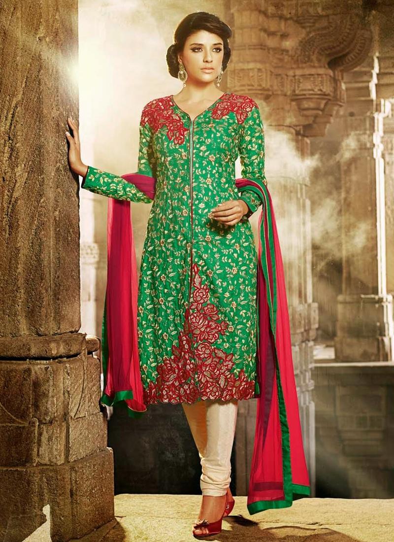 Adorning Floral Work Designer Salwar Kameez