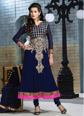 Aesthetic Resham And Lace Work Salwar Kameez