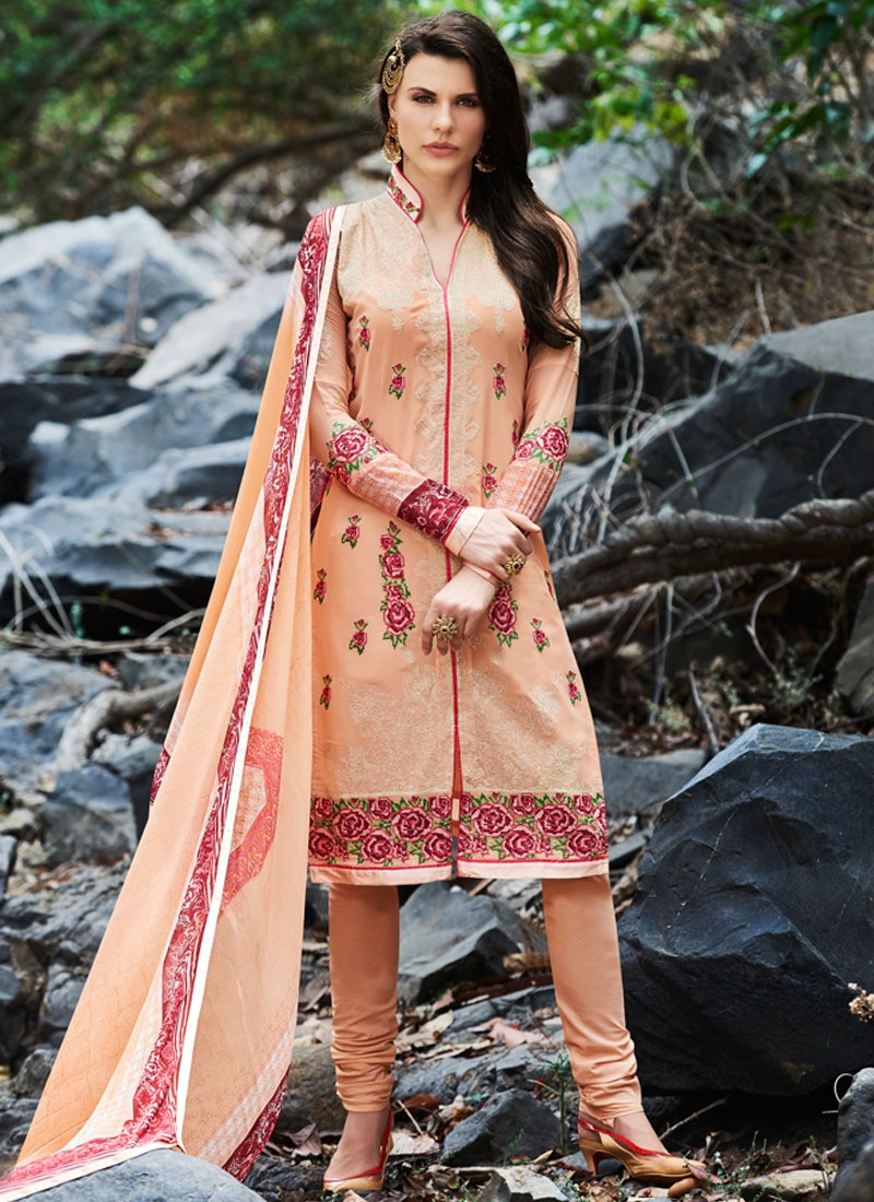 Affectionate Floral And Lace Work Party Wear Salwar Kameez