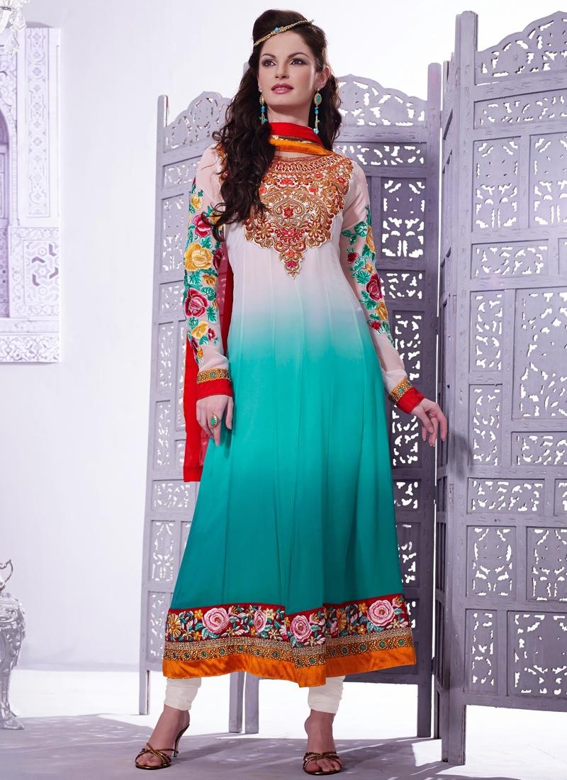Alluring Floral Enhanced Wedding Salwar Kameez
