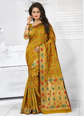Beauteous Banarasi Silk Resham Work Contemporary Saree