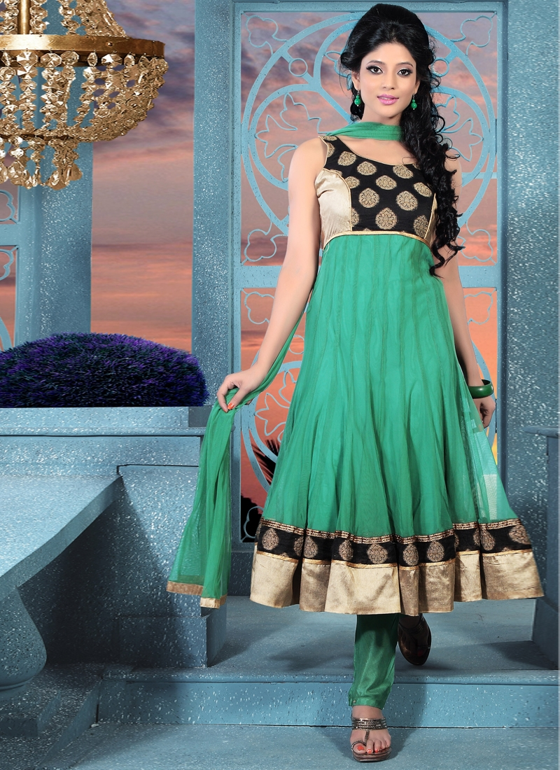 Captivating Green And Black Salwar Kameez