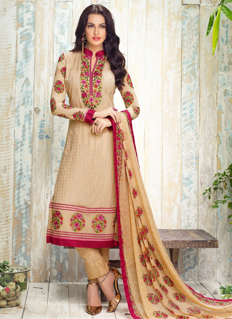 Compelling Floral Work Pant Style Party Wear Salwar Kameez