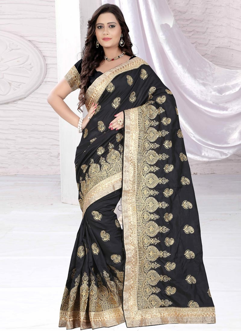 Gripping Embroidery Work Designer Saree