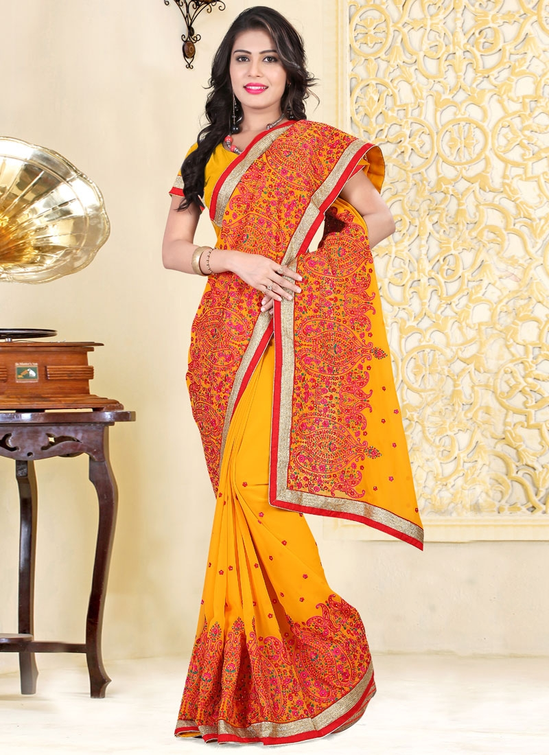 Hypnotizing Floral And Resham Work Designer Saree