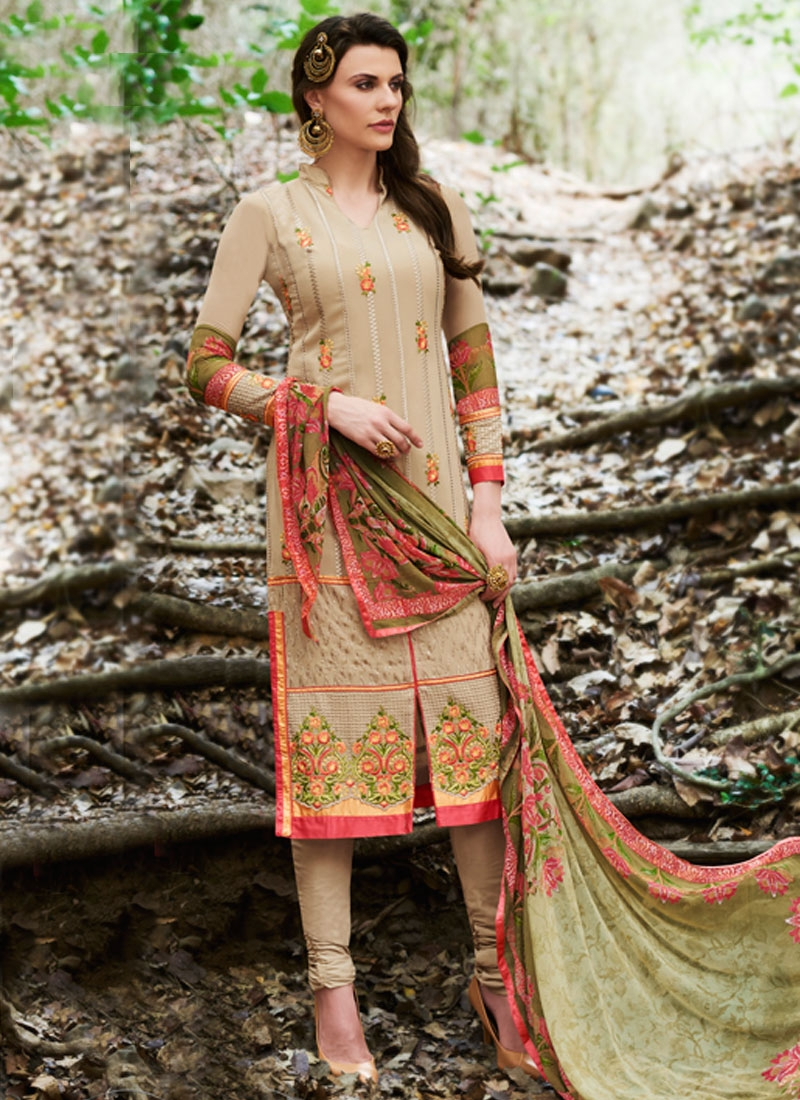 Hypnotizing Patch Border Work Party Wear Salwar Kameez