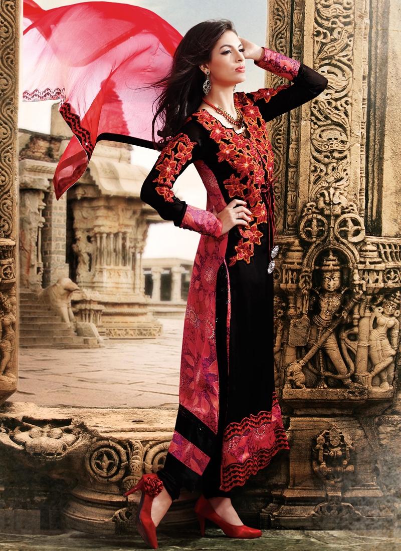 Intriguing Floral Enhanced Designer Salwar Kameez