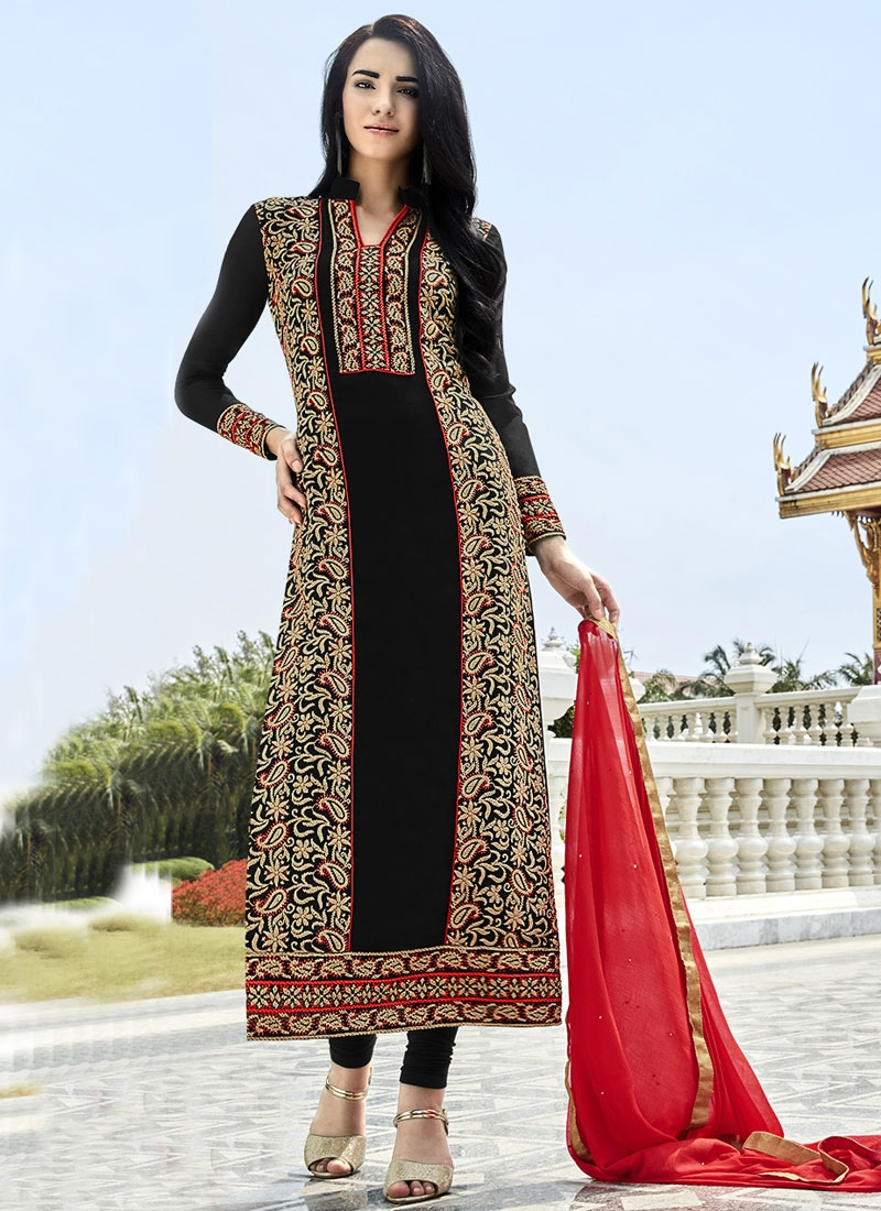 Invaluable Black Color Pakistani Salwar Kameez