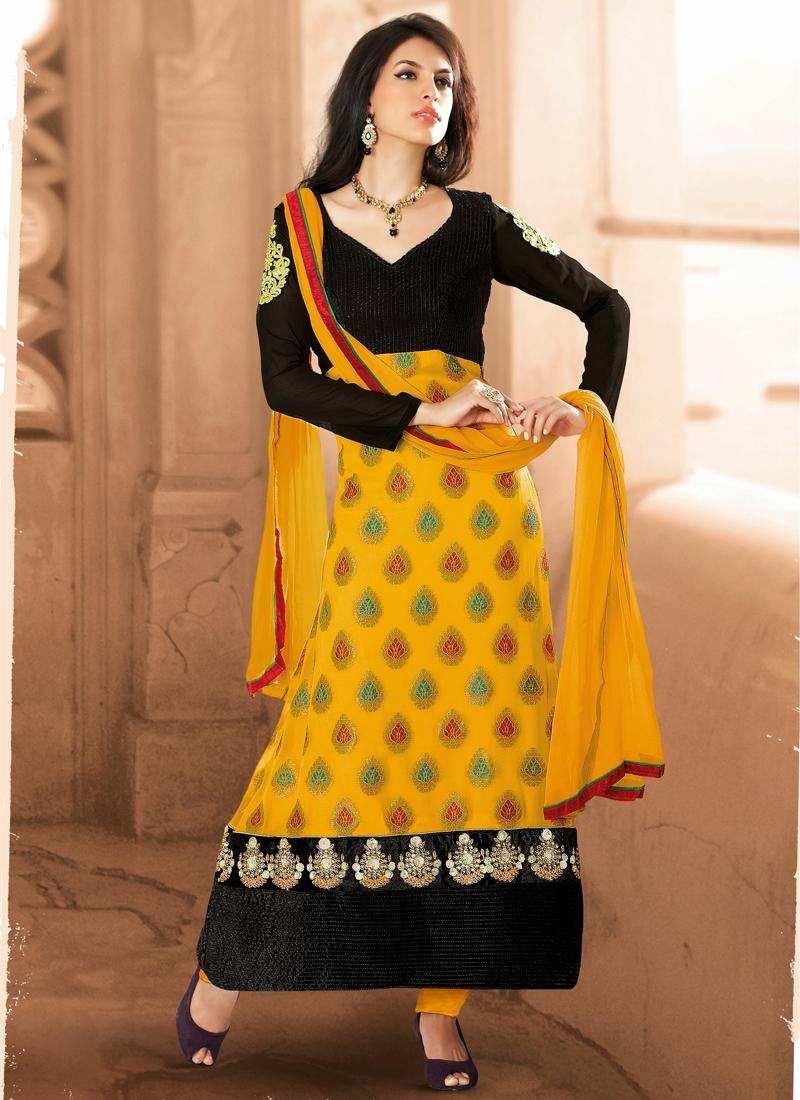 Latest Resham Enhanced Designer Salwar Kameez