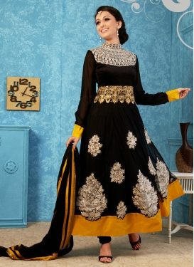 Lurid Booti And Resham Work Anarkali Salwar Suit