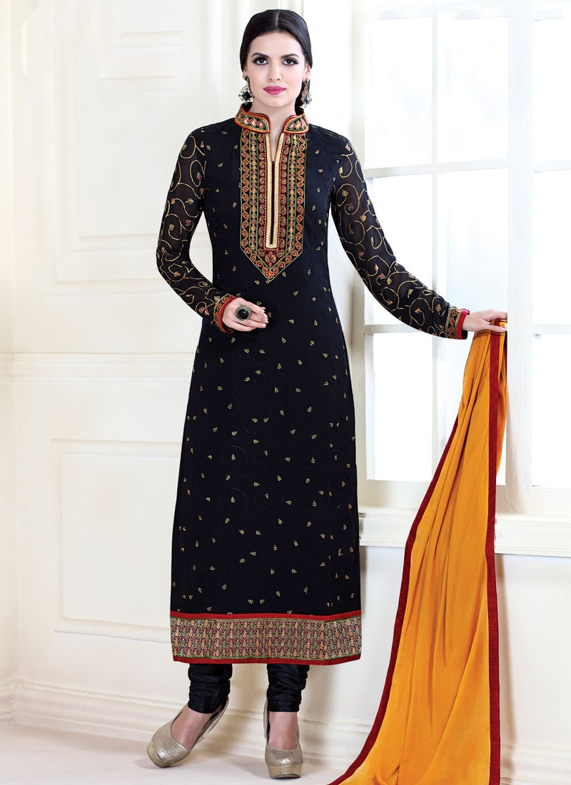 Lustrous Black Color Lace Work Pakistani Salwar Kameez
