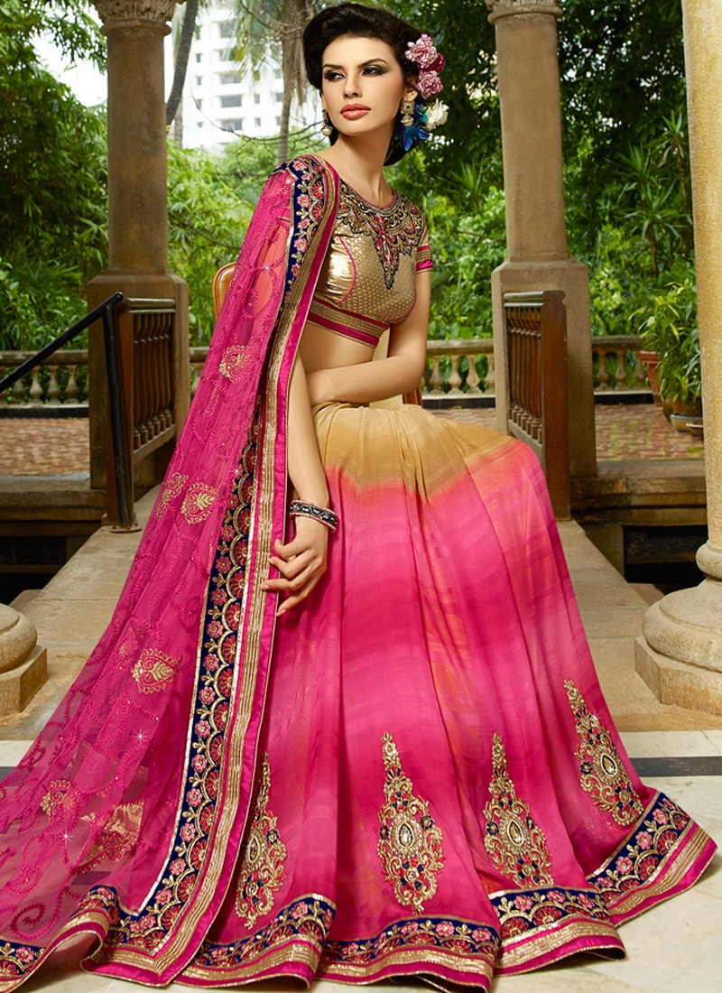 Mesmerizing Booti Work Patch Border Work Wedding Saree