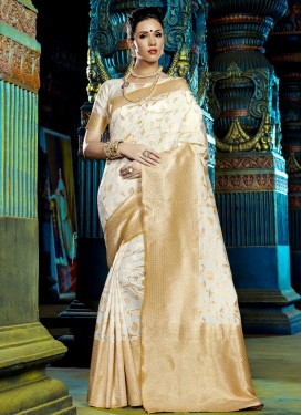 Monumental Art Silk Traditional Saree For Festival