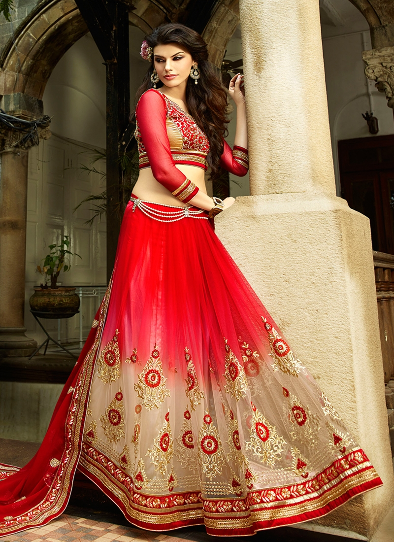 Preferable Booti And Lace Work Designer Saree