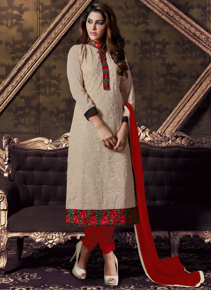 Prodigious Floral And Lace Work Churidar Salwar Kameez