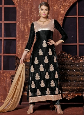 Remarkable Sequins And Lace Work Pakistani Salwar Kameez