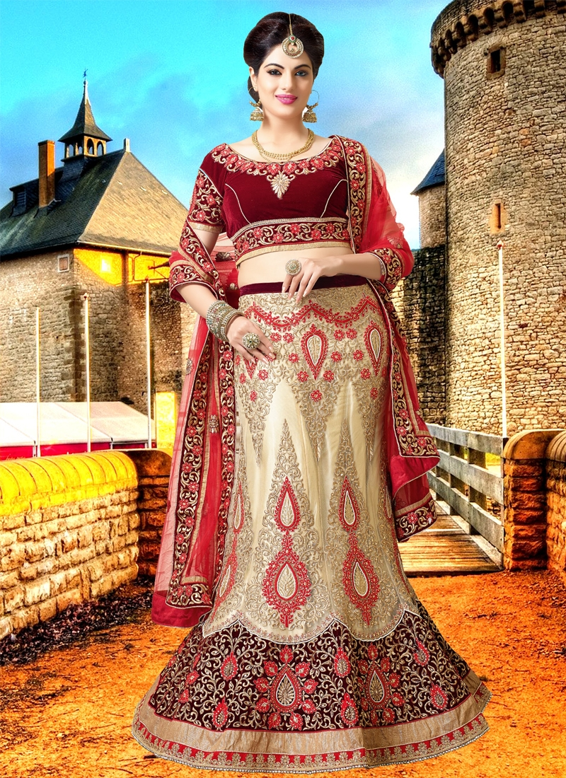 Scintillating Patch Border Work Bridal Lehenga Choli