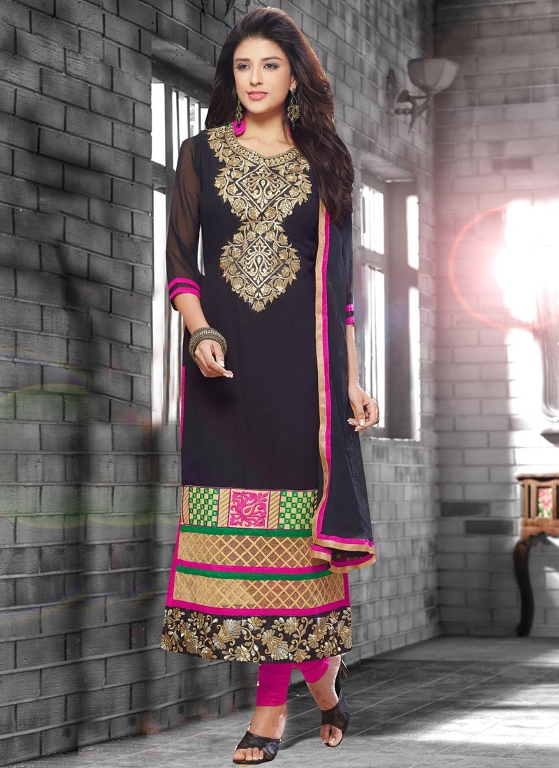 Sorcerous Patch Border Work Black Color Pakistani Salwar Suit