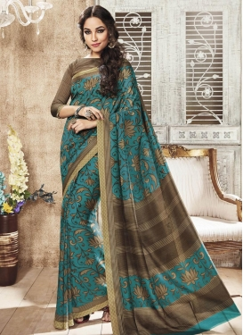 Staggering Trendy Classic Saree For Casual