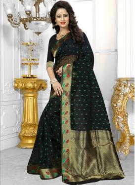 Staring Resham Work Banarasi Silk Classic Saree