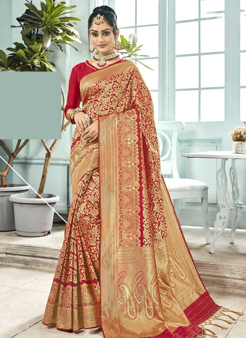 Thread Work Traditional Saree For Ceremonial