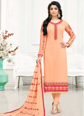 Trendy Pakistani Salwar Kameez For Festival