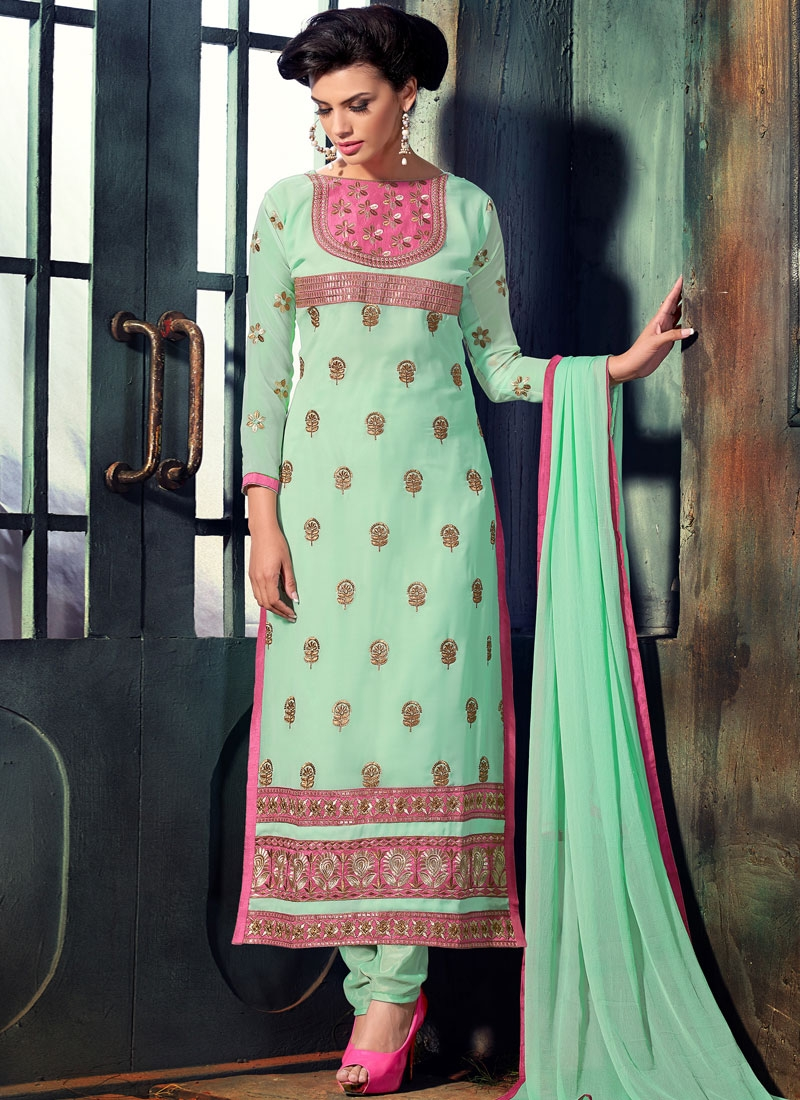 Vehemently Faux Georgette Paksitani Salwar Suit